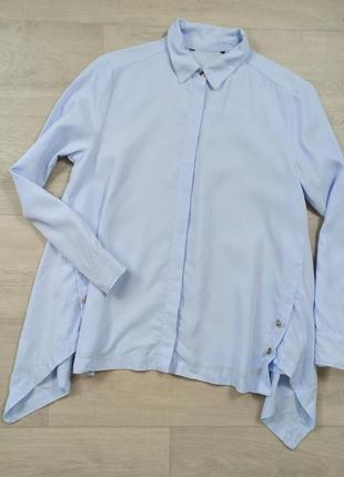 Красивая голубая рубашка