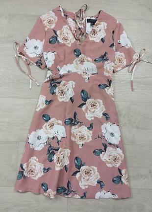Пудровое платье в цветы