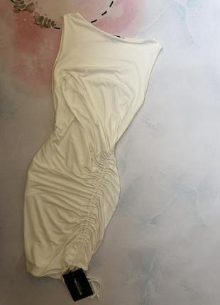 Актуальное платье в белом цвете