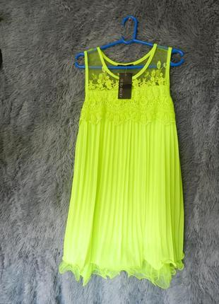 ✅ яркое платье шифон плисе с воланом из сетки и вышивкой кислотно лимонное