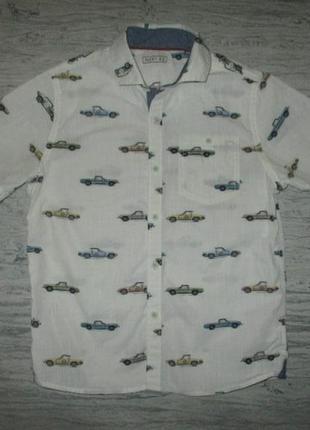 Хорошенкьая котоновая рубашка в машинки фирмы некст на 6 лет