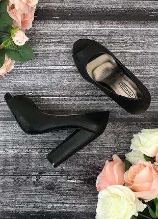 Босоножки на устойчивом каблуке с открытыми пальчиками  sh1816341  spot