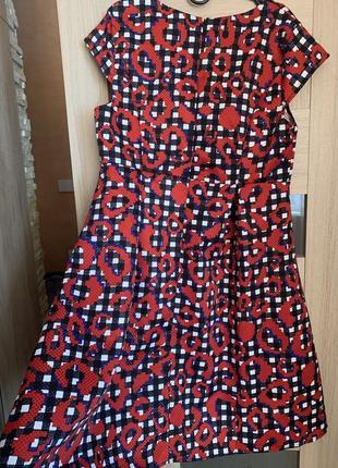 Кокетливое платье с пышной юбкой