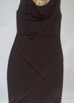 Елегантное платье цвета темный хаки