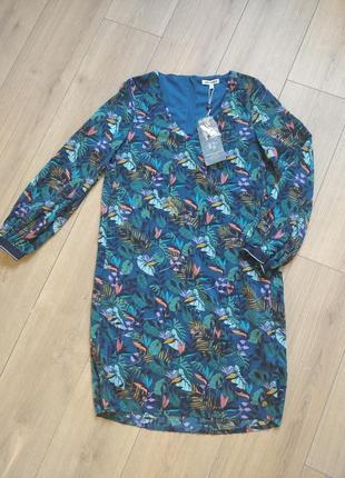 Красивое летнее платье свободного кроя в тропический принт