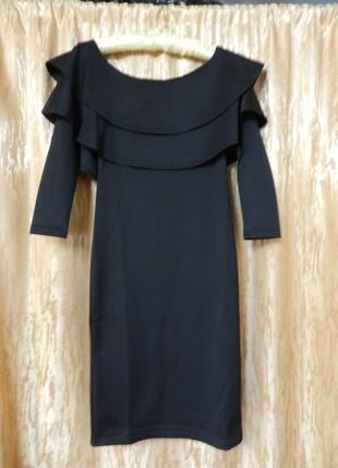 Платье с открытыми плечами и воланами размер 42-46 тянется