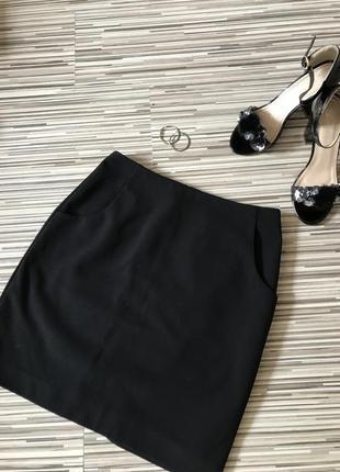 Чёрная классическая юбка до колена по фигуре с кармашками h&m