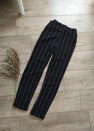 Стильні брюки в полоску на резинці з карманаии