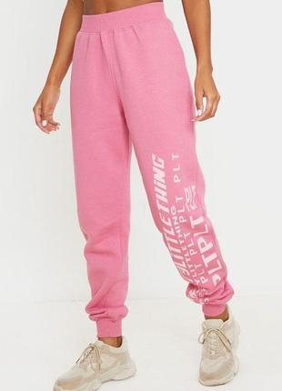 Розовые спортивные штаны джоггеры с логотипом высокая посадка prettylittlething