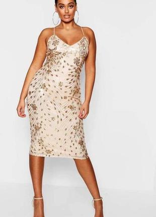 Нереальна сукня в паєтки