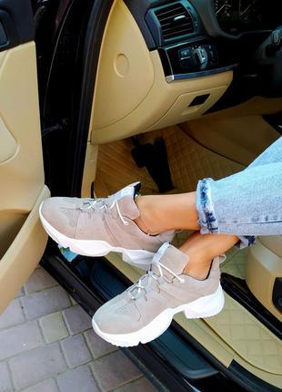 Замшевые кроссовки. новинка