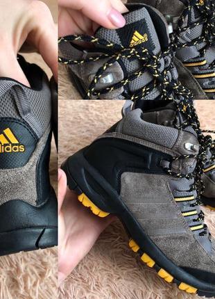 Фирменные ботинки adidas