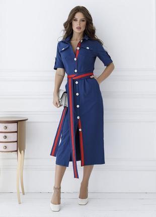 Стильное синее платье-футляр на пуговицах