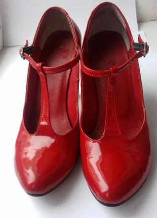 Классные лаковые кожаные туфли stefani