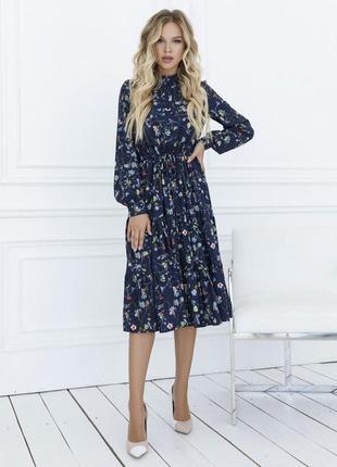 Синее стильное легкое цветочное платье с воланами