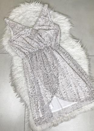 Біле плаття на запах від hm