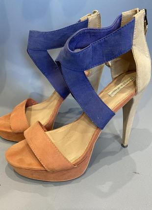 Босоножки на высоком каблуке и платформе bershka