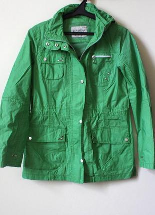 Актуальная зелёная куртка-дождевик c&a