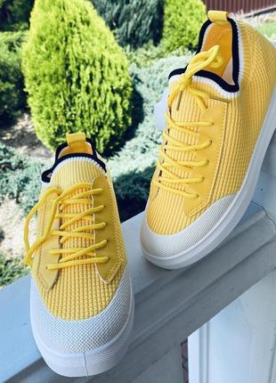 Очень крутые желтые кроссовки/в наличии с 35-38