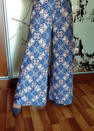 Легчайшие широкие брюки в пижамном стиле