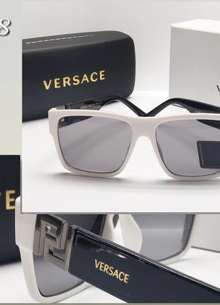 Стильные очки в белой оправе  и черными дужками!