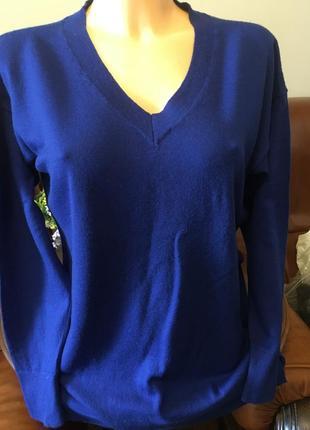 Очень красивый шерстяной свитер пуловер