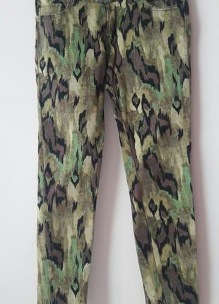 Модные джинсы брюки