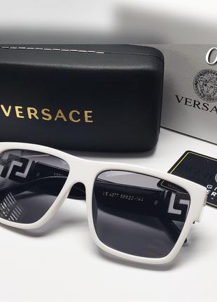 Женские стильные очки в белой оправе и черными дужками