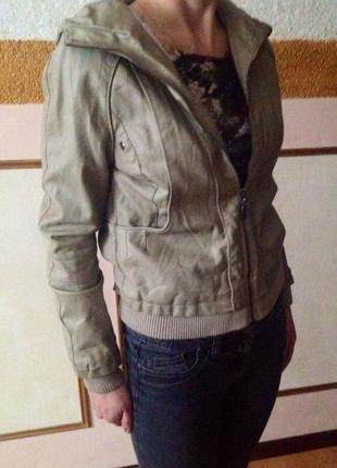 Кожаная куртка. куртка из эко кожи с капюшоном.