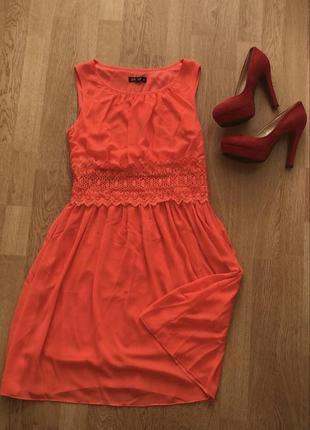 Оранжево-кораловое платье