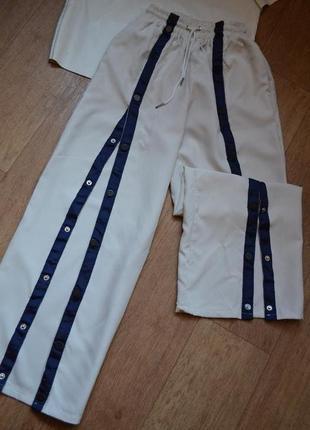 Стильные спортивные брюки штаны на кнопках с разрезом высокая посадка