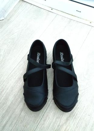 Туфли sketchers р.36-37,туфли в школу