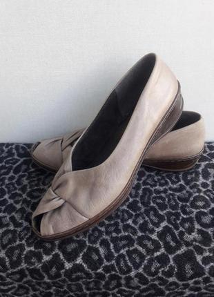 Кожаные туфли ara с открытым носочком р.41( 26.5 см)