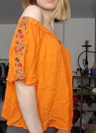 Блуза с опущенными плечами