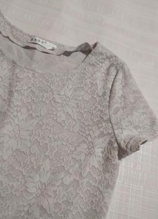 Рельефная кружевная белая футболка