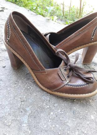 Фирменные  туфли.
