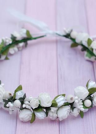 Белый венок веночек с цветами