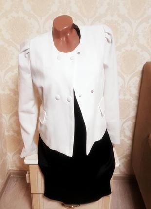 Шикарный белый пиджак,жакет,класика