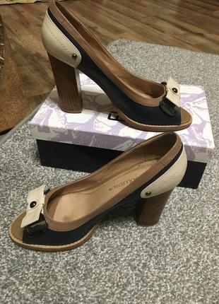 Туфлі elche collection 40 розмір шкіра