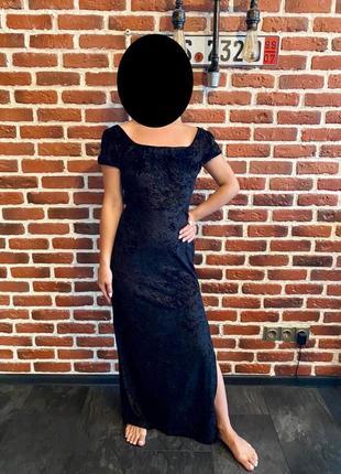 Длинное чёрное платье в пол