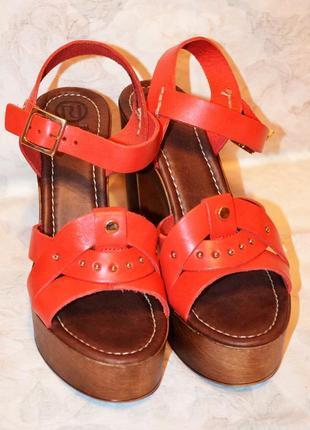Шикарные кожаные босоножки 41 размера