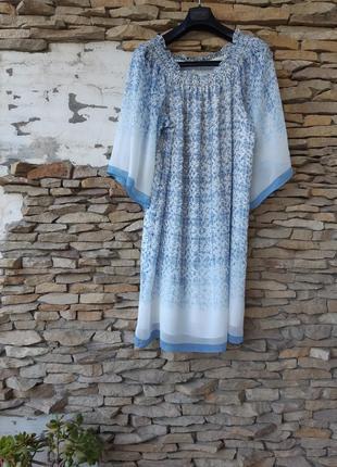 Легкое воздушное на подкладке с расклешенными прозрачными рукавами платье большого размера