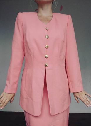 Великолепный винтажный костюм шафрановогг цвета