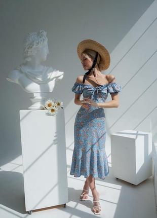 Небесно голубое  платье из батиста миди в цветочный принт