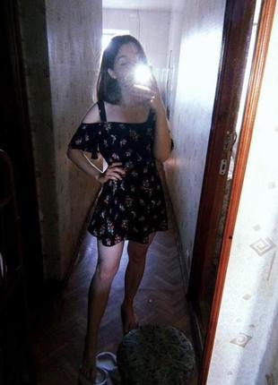 Нежное платье на плечи