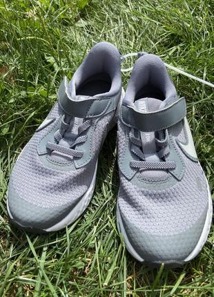 Серые кроссовки nike кеды мокасины кроссы спортивная обувь