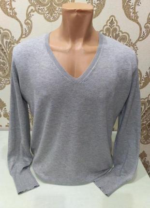 Серый тонкий пуловер размер s-m