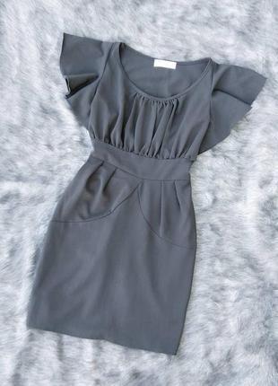 Платье из костюмной ткани с расклешенными рукавами