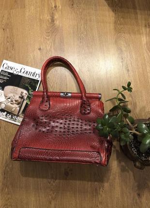 Красная сумка теснение под крокодила
