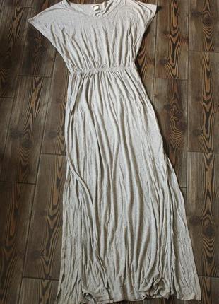 Базовое платье свободного кроя  оверсайз с разрезами